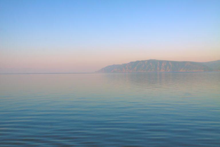 Оттенки утреннего Байкала